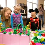 Kopā ar mazajiem bija gan Lego meitenes, gan jautrā Minnija!