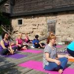 Pirmo nometnes rītu sākam ar jogas nodarbību kopā ar jogas, Cigun pasniedzēju Janu Jozēnu
