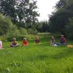 Tiekamies, lai noslēgtu nometni ar Dabas meditāciju un noslēguma apli