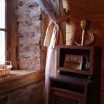 Lailas Kelles mākslinieciski iekārtotās viesu nama istabiņas pārsteidz ar savdabīgu un romantisku šarmu