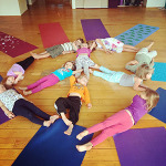 gogo_guru_kids_yoga_peace_sign