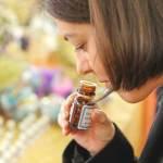 2391-Women_Smelling_essential_oils-732x549-thumbnail