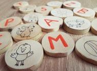 MĀCOS ALFABĒTU: rotaļa, mācību materiāls burtu, lasīšanas, stāstīšanas apguvei