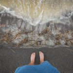 earthing-grounding-bare-feet-ocean-sand